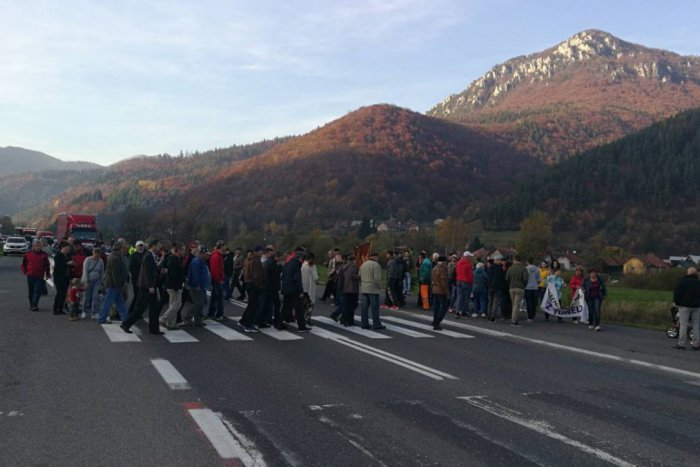 Ilustračný obrázok k článku Iniciatíva Stredné Slovensko dnes zablokuje  severo-južný ťah 575d41a60dd